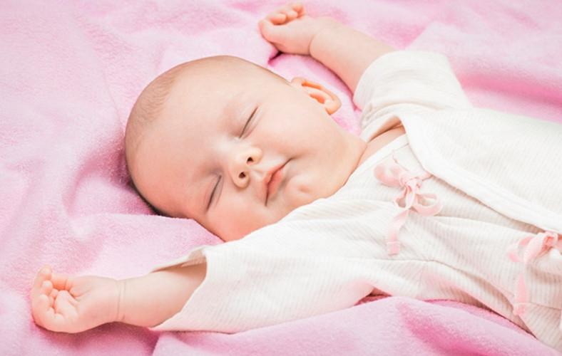 Cách chuẩn bị tủ quần áo cho bé 0-3 tháng tuổi