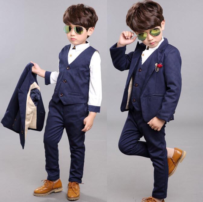 Mix đồ cho bé trai với bộ vest sang trọng