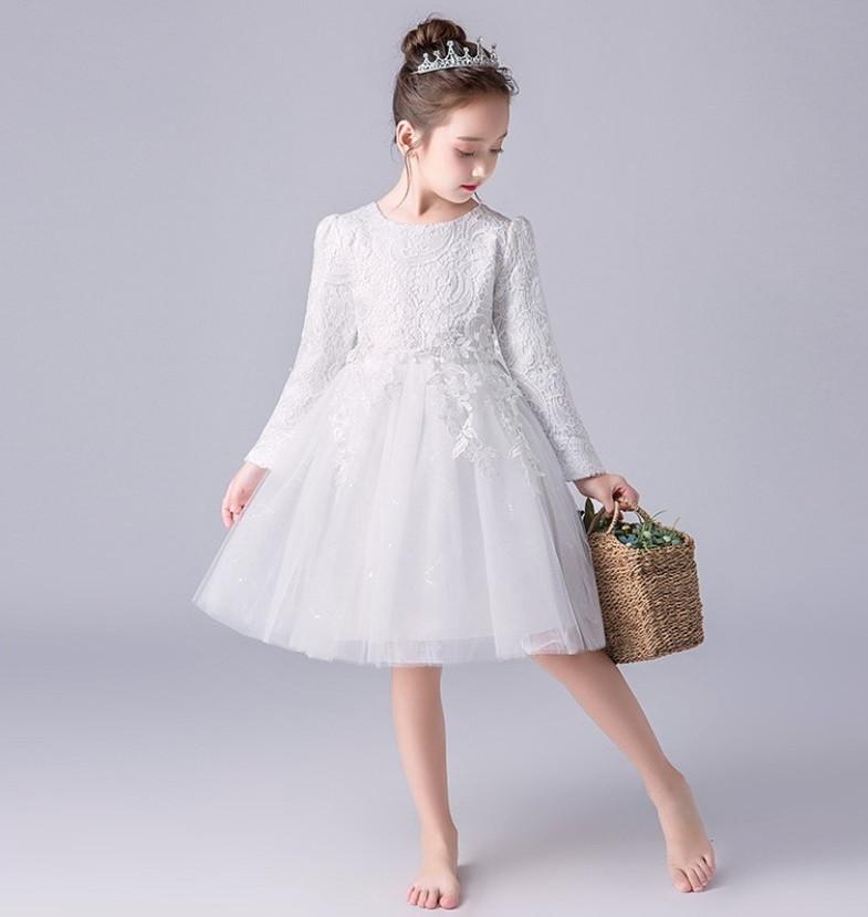 Mix đồ cho bé gái cùng váy trắng siêu xinh